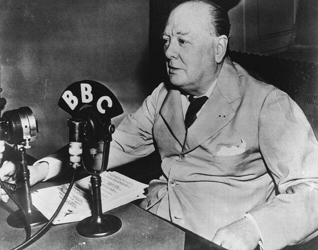 Winston Churchill durante un suo discorso alla radio 86c6fc77eabf
