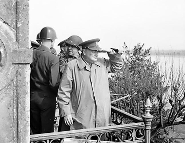 Winston Churchill durante l avanzata alleata in Normandia. « 0f7af33f1a6a